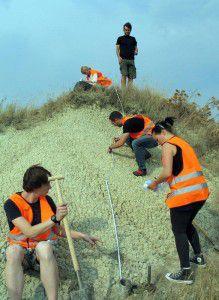 Studierende bei der Feldarbeit