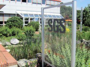 Eingangsbereich des SGS Institutes Fresenius GmbH in Taunusstein