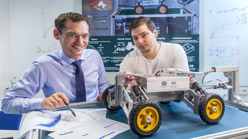 Prof. Dr.-Ing. Stefan Streif (links) und Dr.-Ing. Pavel Osinenko