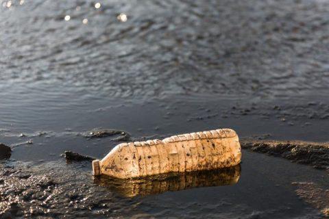 Jährlich mehr als 5000 Tonnen Plastik in die Umwelt freigesetzt – Boden besonders betroffen